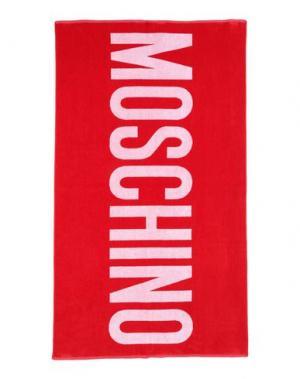 Пляжное полотенце MOSCHINO. Цвет: красный
