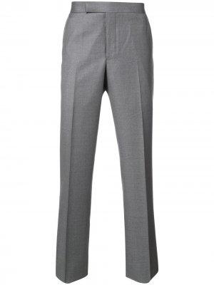 Классические брюки Thom Browne. Цвет: серый