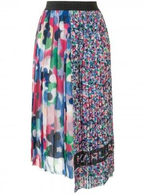 Плиссированная юбка асимметричного кроя Karl Lagerfeld. Цвет: розовый