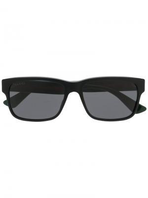Солнцезащитные очки в квадратной оправе с полоской web Gucci Eyewear. Цвет: черный