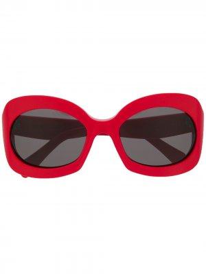 Солнцезащитные очки в массивной оправе Celine Eyewear. Цвет: красный