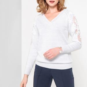 Пуловер с V-образным вырезом из тонкого блестящего трикотажа ANNE WEYBURN. Цвет: черный,экрю