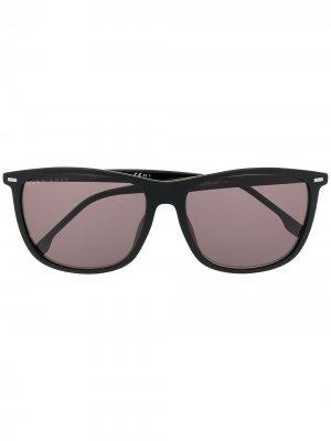 Солнцезащитные очки в квадратной оправе BOSS. Цвет: черный