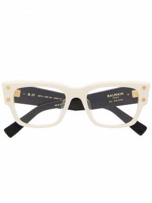 Очки в квадратной оправе Balmain Eyewear. Цвет: нейтральные цвета