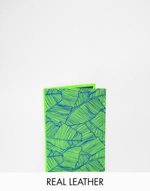 Кожаная обложка на паспорт Undercover. Цвет: зеленый