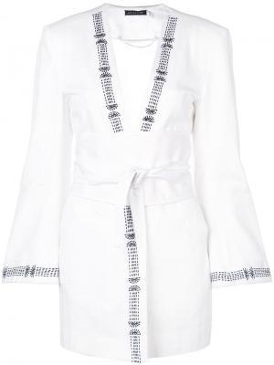 Джинсовая куртка с вышивкой Josie Natori. Цвет: белый