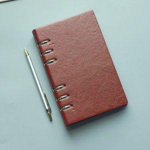 1шт Однотонный блокнот с обложкой из искусственной кожи SHEIN. Цвет: коричневые