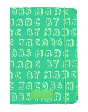 Чехол MARC BY JACOBS. Цвет: зеленый