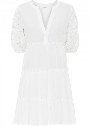 Платье с кружевом bonprix. Цвет: белый
