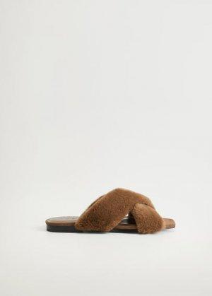 Меховые сандалии с перекрещенными ремешками - Rabbit-i Mango. Цвет: коричневый средний