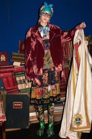 Вельветовая куртка-косуха Gucci. Цвет: красный