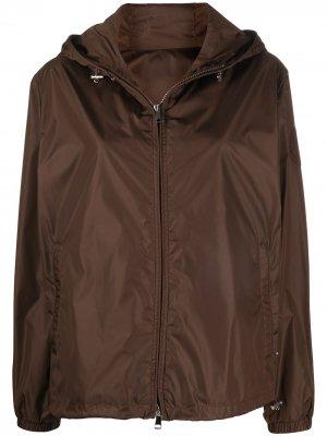 Куртка на молнии с капюшоном Moncler. Цвет: коричневый