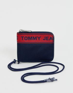 Темно-синяя кредитница на молнии с ремешком и лентой Tommy Jeans. Цвет: темно-синий