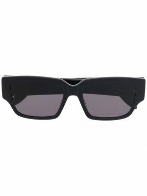 Солнцезащитные очки с логотипом Alexander McQueen Eyewear. Цвет: черный