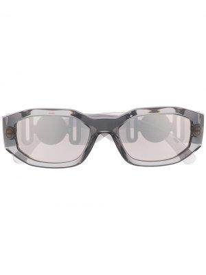 Солнцезащитные очки с логотипом Versace Eyewear. Цвет: серый