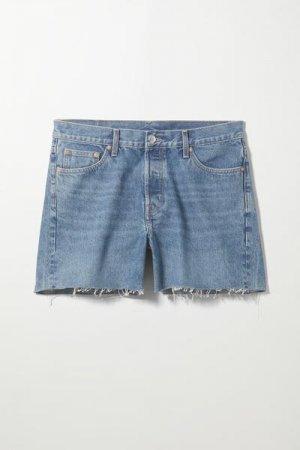 Джинсовые шорты Draught Weekday. Цвет: синий