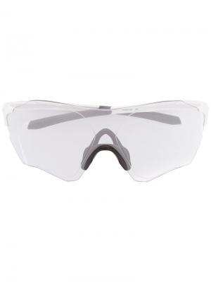 Солнцезащитные очки в квадратной оправе Oakley. Цвет: белый