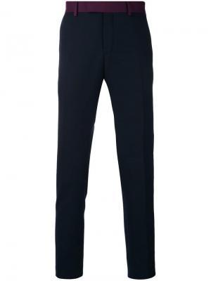 Классические брюки кроя слим Calvin Klein. Цвет: синий