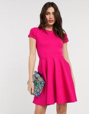 Розовое приталенное платье с короткими рукавами -Розовый Closet London