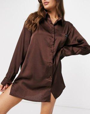 Атласная ночная сорочка свободного кроя шоколадного цвета с вышивкой на кармане -Коричневый цвет Public Desire