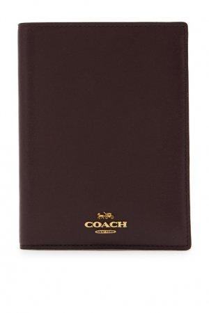 Темно-коричневая обложка для паспорта Coach. Цвет: бордовый
