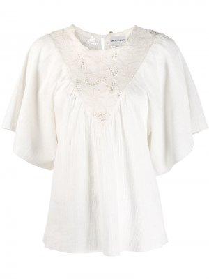 Блузка с цветочной вышивкой Antik Batik. Цвет: белый