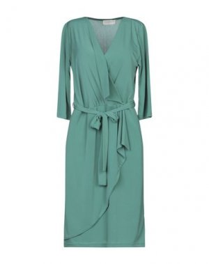 Короткое платье CLUB VOLTAIRE. Цвет: зеленый