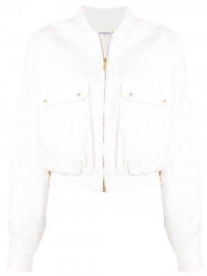 Куртка-бомбер 1997-го года со сборками Chanel Pre-Owned. Цвет: белый