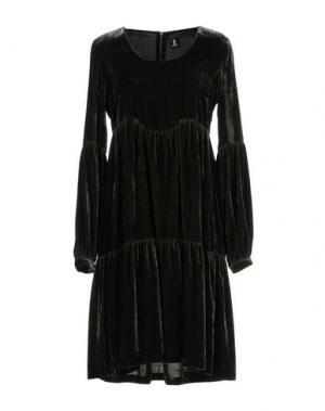 Короткое платье 1-ONE. Цвет: зеленый-милитари