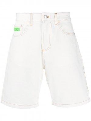 Джинсовые шорты Gcds. Цвет: белый