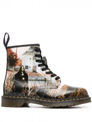 Ботинки с графичным принтом Dr. Martens. Цвет: черный