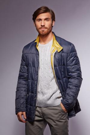 Облегченный мужской пуховик с простежкой AFG. Цвет: синий