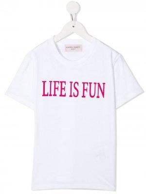 Футболка с принтом Life is Fun Alberta Ferretti Kids. Цвет: белый