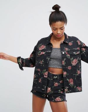 Джинсовая куртка с принтом роз Monki. Цвет: розовый