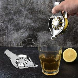 1шт соковыжималка для лимона из нержавеющей стали SHEIN. Цвет: серебряные