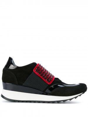 Кроссовки на платформе с заклепками Loriblu. Цвет: черный
