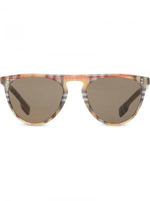 Солнцезащитные очки в D-образной оправе клетку Vintage Check Burberry Eyewear. Цвет: коричневый