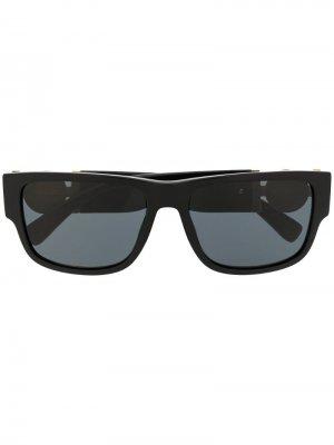 Солнцезащитные очки в квадратной оправе с логотипом Versace Eyewear. Цвет: черный