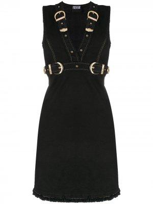 Джинсовое платье мини с пряжками Versace Jeans Couture. Цвет: черный