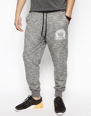 Классические меланжевые тренировочные брюки с принтом 92 ASOS. Цвет: серый