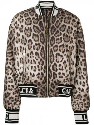 Куртка-бомбер с леопардовым принтом Dolce & Gabbana. Цвет: коричневый
