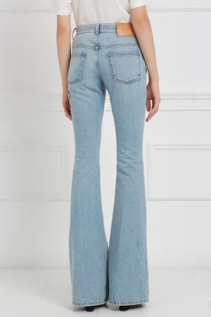Голубые расклешенные джинсы с вышивкой Gucci. Цвет: голубой