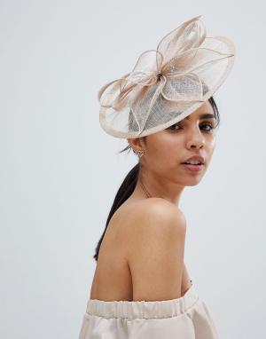 Шляпа с вуалеткой и жемчужной отделкой Elegance. Цвет: бежевый