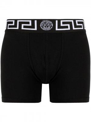 Боксеры с вышитым логотипом Versace. Цвет: черный