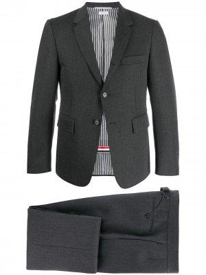 Строгий костюм-двойка Thom Browne. Цвет: серый