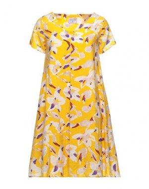 Короткое платье COMPAÑIA FANTASTICA. Цвет: желтый