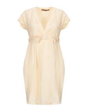 Короткое платье DANIELE ALESSANDRINI. Цвет: бежевый