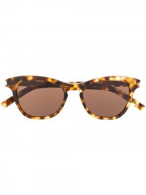 Солнцезащитные очки SL356 в оправе бабочка Saint Laurent Eyewear. Цвет: коричневый