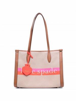 Полосатая сумка-тоут с логотипом Kate Spade. Цвет: нейтральные цвета