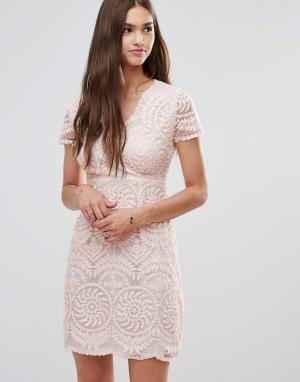Кружевное цельнокройное платье с короткими рукавами Darling. Цвет: бежевый